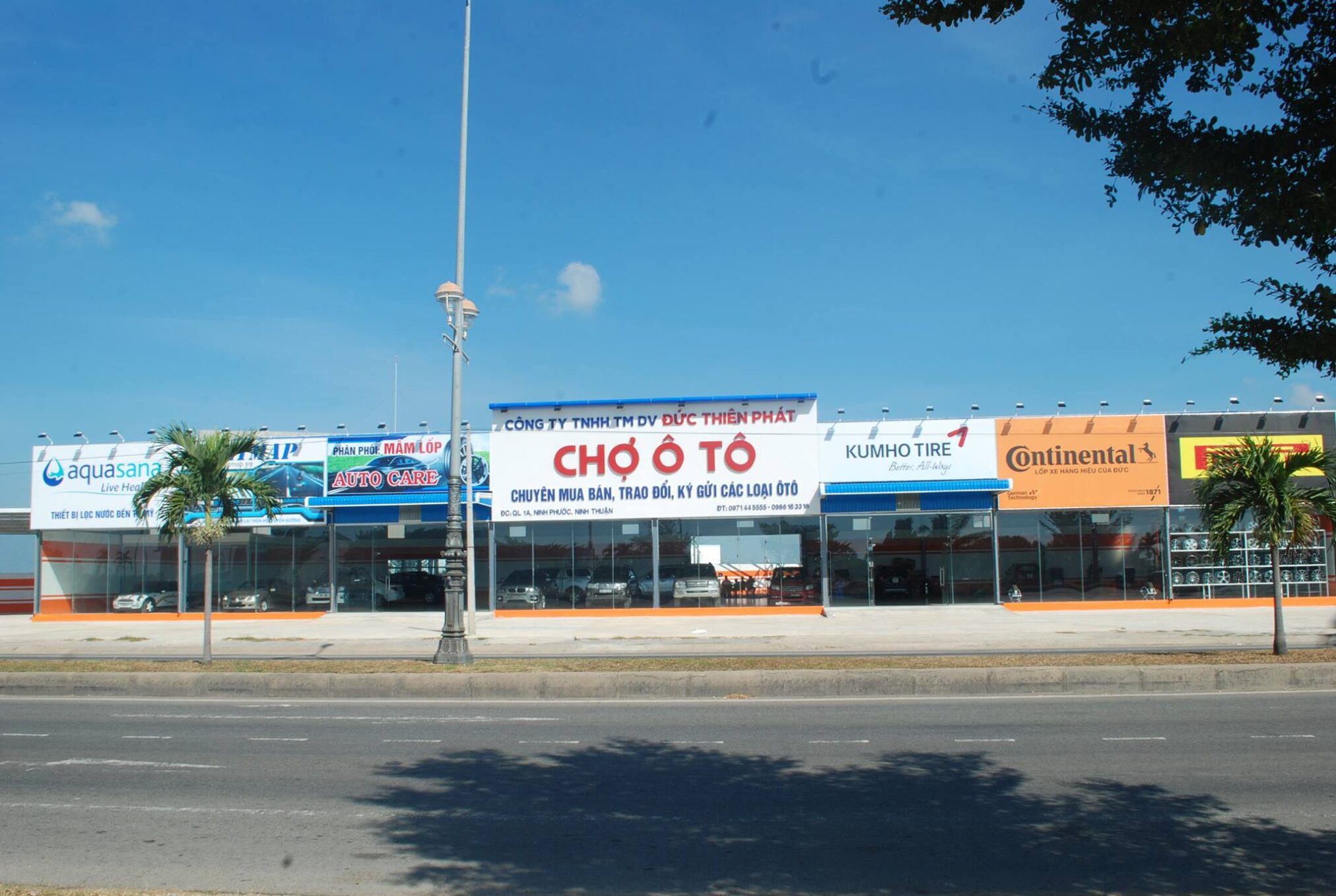 Ban-showroom-trung-bay-o-to-duong-quoc-lo-1A-Ninh-Phuoc-Ninh-Thuan